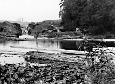 The Montlake Ditch, built by the Lake Washington Improvement Company in 1885, allowed logs to pass between the lakes. A small wooden dam maintained the level of Lake Washington at nine feet about Lake Union. Photo by Asahel Curtis, ca. 1901. Courtesy UW Special Collections, A. Curtis 01743.