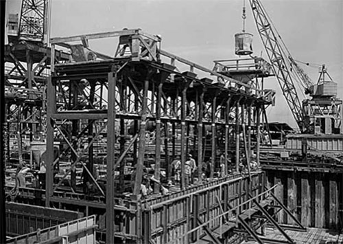 Evergreen Point Bridge pontoons under construction, Seattle, May 1961. Courtesy Museum of History & Industry.